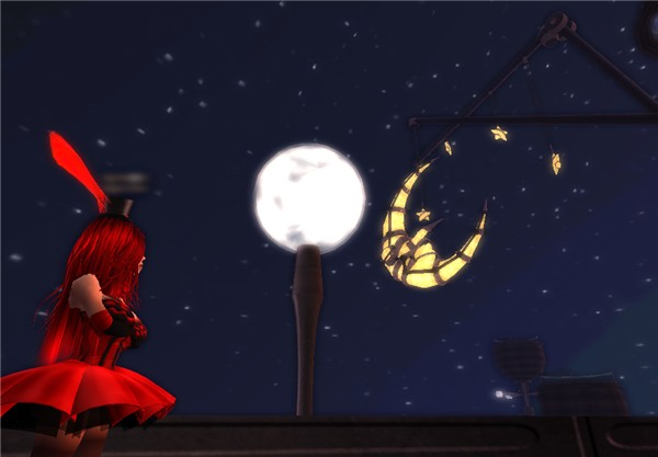 Life is a Cabaret, look at the moon!