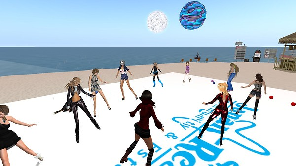 beach party fun at japan resor...