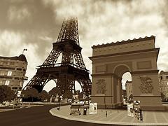 L'Arc de Triomphe @ Les Champs Elysees