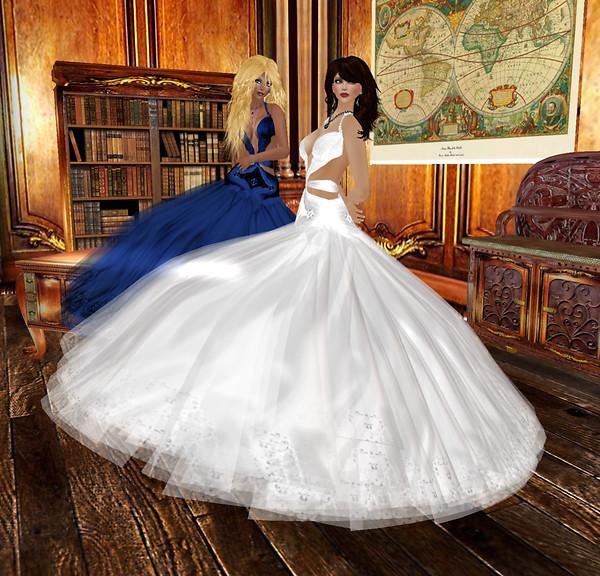 Kathie n Melli in SAS Ciabatta dresses