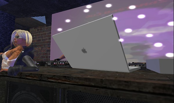 macbook pro in second life