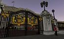 Twinity: at Buckingham Palace gate