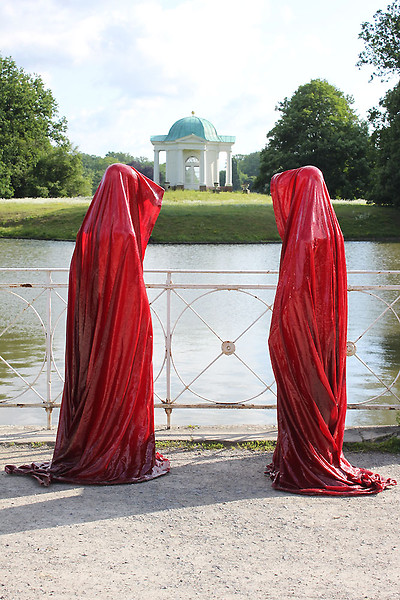 contemporary-art-show-documenta-show-time-guards-sculpture-manfred-kielnhofer