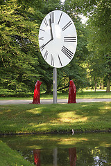 contemporary-art-documenta-show-sculpture-time-guards-kili-manfred-kielnhofer